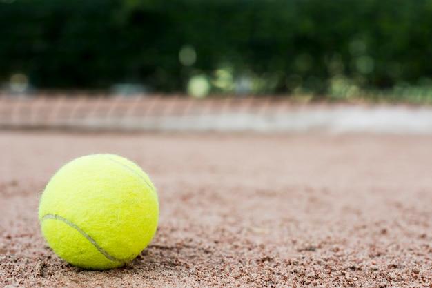 Tennisball aus den grund