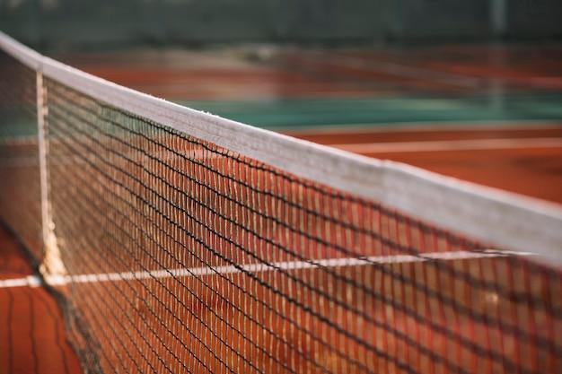 Tennisnetz auf dem feld