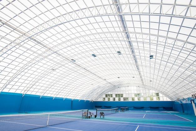 Tennisplatz aus glas