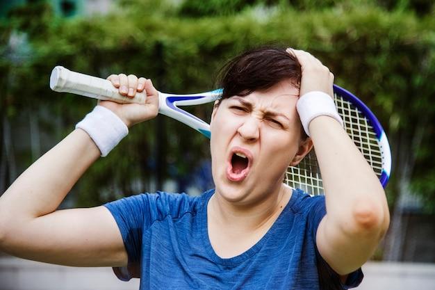 Tennisspieler, der das match verliert