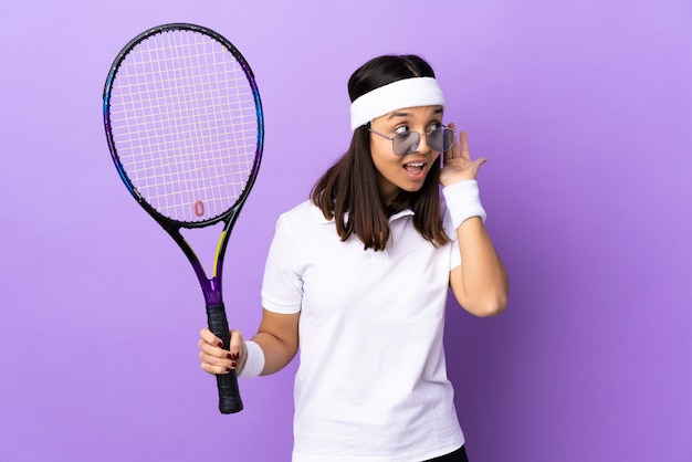Tennisspielerin der jungen frau