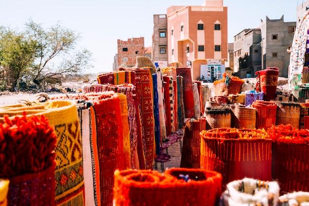 Teppiche auf dem markt in marrakesch