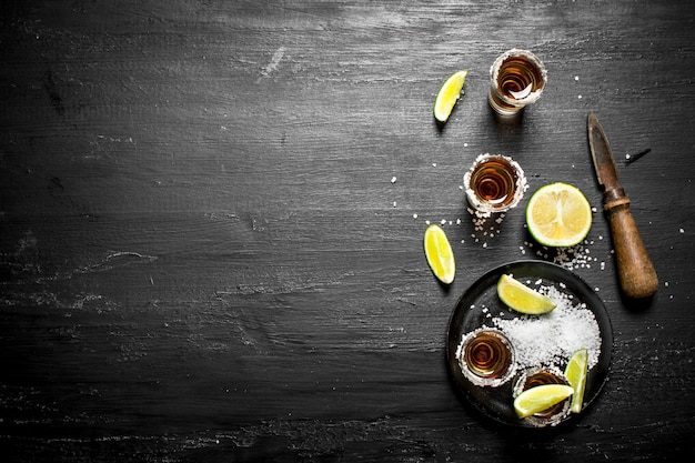 Tequila mit salz und limette