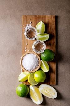 Tequila mit salz und limetten