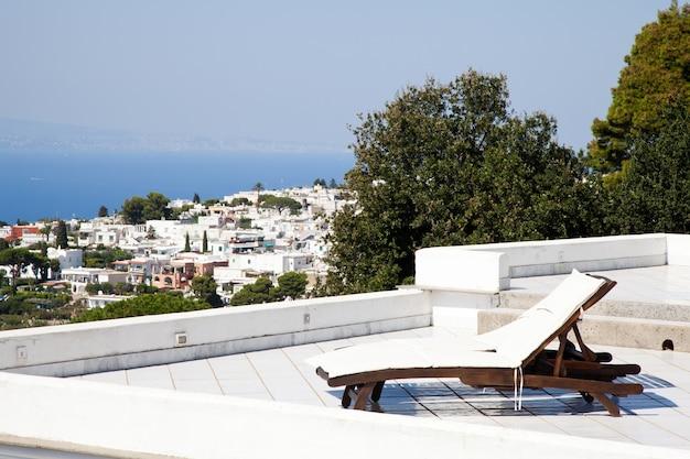 Terrasse am golf von neapel: zwei sitzplätze mit herrlicher aussicht