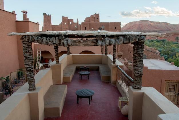 Terrasse eines hotels, kasbah ellouze, ouarzazate, marokko
