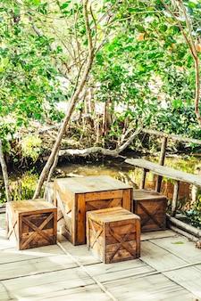 Terrassenstuhl und tisch