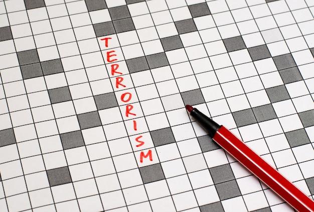 Terrorismus. text in kreuzworträtsel. rote buchstaben