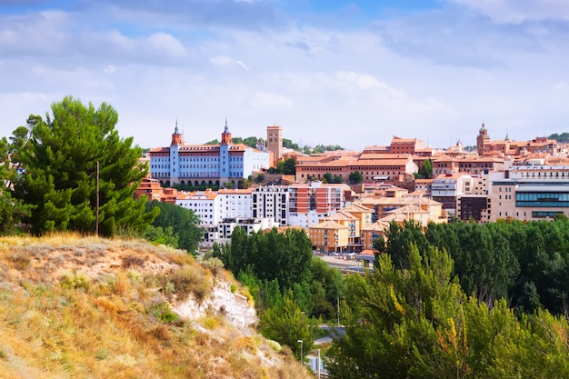Teruel im sommer. aragonien