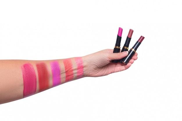 Test lippenstifte zur hand, verschiedene farben, isoliert