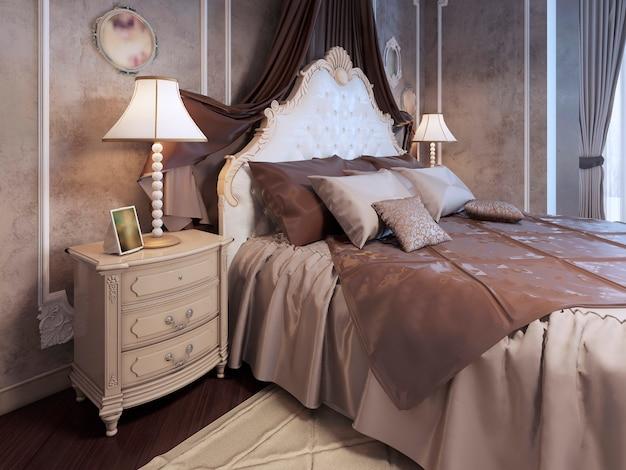 Teures bett im neoklassizistischen schlafzimmer