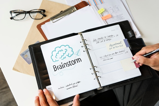 Text brainstorm auf einem persönlichen planer