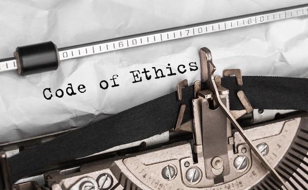 Text code of ethics auf retro-schreibmaschine getippt