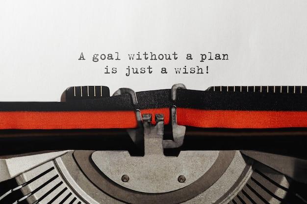Text ein ziel ohne plan ist nur ein wunsch, der auf einer retro-schreibmaschine eingegeben wird