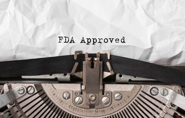Text fda approved auf retro-schreibmaschine getippt