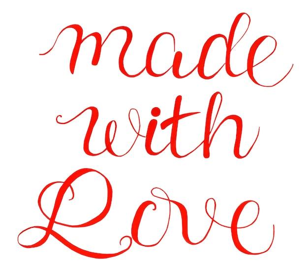 Text gemacht mit liebe in rot. isoliert auf weißem hintergrund. handgezeichnete kalligraphie.