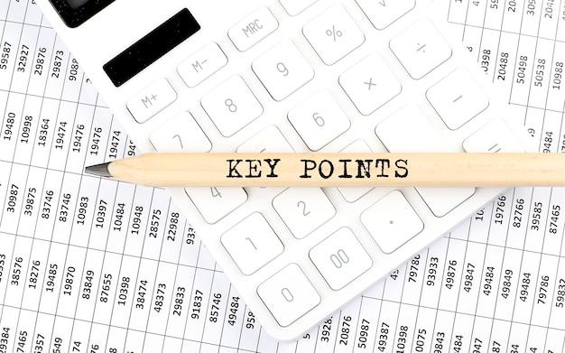 Text schlüsselpunkte auf holzstift auf dem taschenrechner mit diagramm