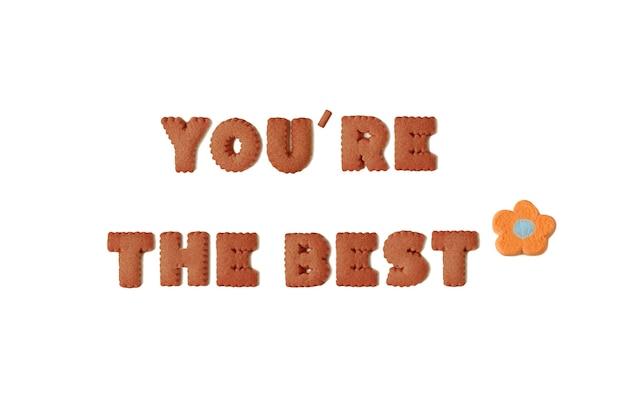 Text von youre the best buchstabiert mit schokoladen-alphabet-keksen und orangefarbenen marshmallow-bonbons