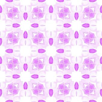 Textilfertiger ansprechender druck, badebekleidungsstoff, tapete, verpackung. lila verführerisches boho-chic-sommerdesign. wiederholte gestreifte handgezeichnete grenze. gestreiftes handgezeichnetes design.