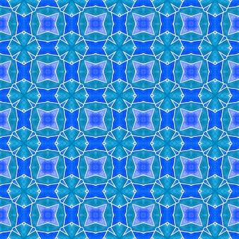 Textilfertiger druck, badebekleidung, tapete, verpackung. blaues strahlendes boho-chic-sommerdesign. chevron aquarellmuster. grüne geometrische chevron-aquarellgrenze.