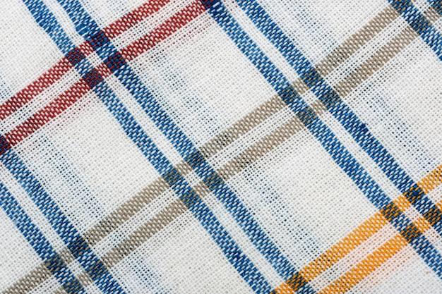 Textilhintergrund von einer blauen und weißen strukturierten tischdecke schließen