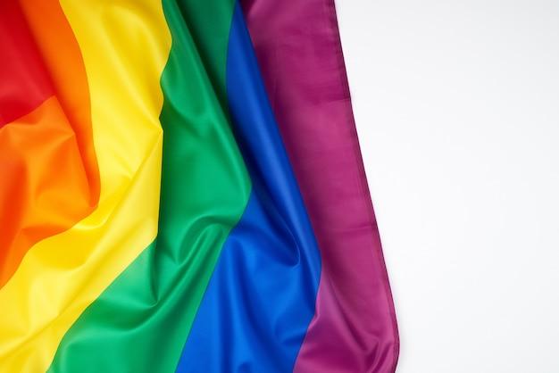 Textilregenbogenflagge mit wellen, symbol der wahlfreiheit von lesben