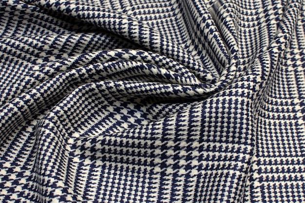 Textur aus wollstoff in einem schwarz-weiß-karo.