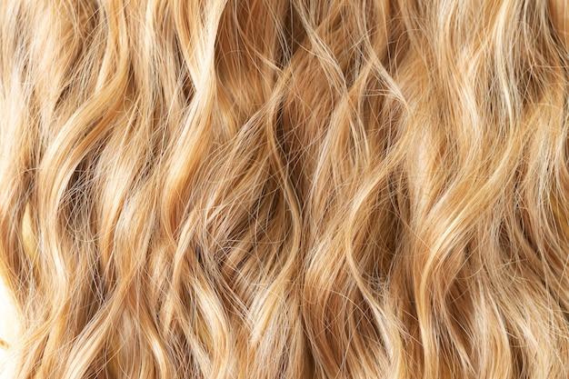 Textur blonde wellige haare schneiden styling-pflege oder erweiterungskonzept
