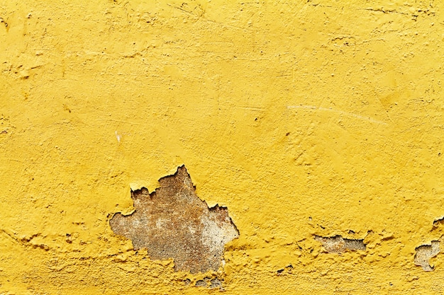 Textur der alten antiken jahrgang knisterte gelbe wand. nahansicht.