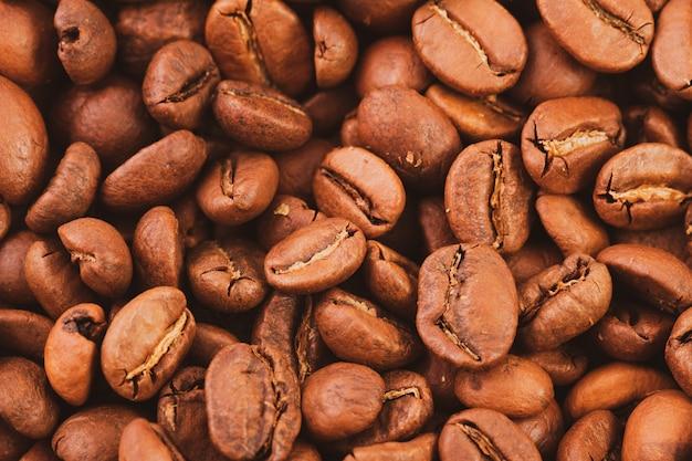Textur der gerösteten kaffeebohnen nahaufnahme, draufsicht.