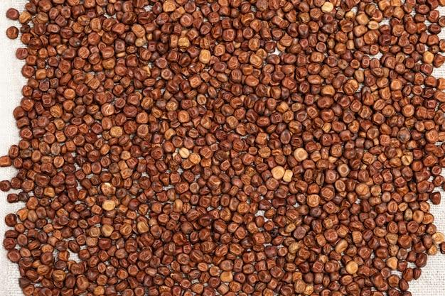 Textur graue erbsen. kleine körner von hülsenfrüchten bohnensamen. natürlicher lebensmittelhintergrund. gesundes essen. glutenfreies produkt.