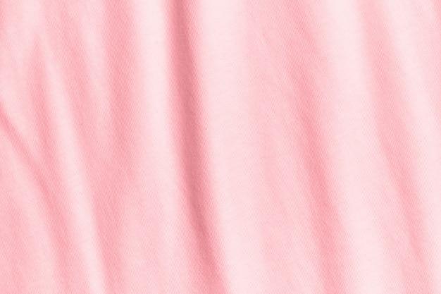 Textur und hintergrund des zerknitterten pastellrosa stoffes