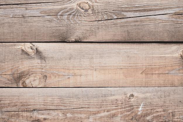 Textur von braunen holzbrettern, protokolle mit knoten. retro holzzaun, schreibtischoberfläche. natürliche farbe. verwittertes holz. alte rissige bretter. muster der rustikalen holzwand, tabelle.