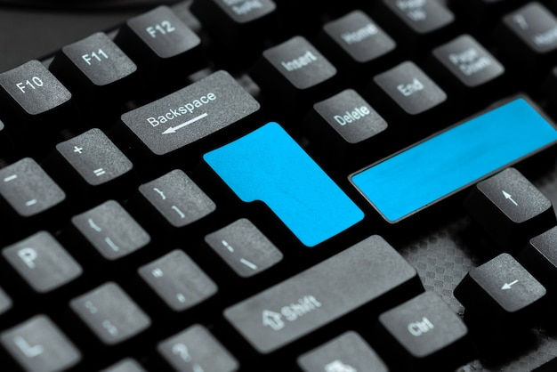 Textverarbeitungsprogramm-ideen, protokollierungsprogrammierungsaktualisierungskonzept, fortschrittliche schreibtechnologie, internet-chat-browsing-aktivitäten, menschen weltweit verbinden