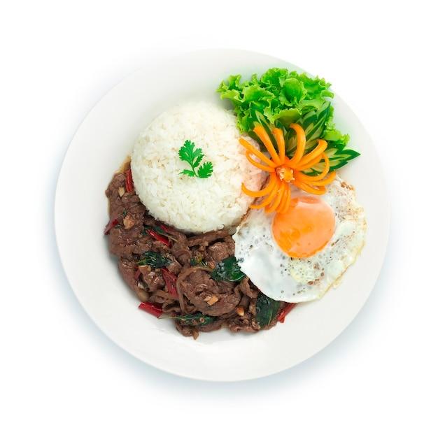 Thai food stir fried slice beef spicy und basilikum serviert mit reis