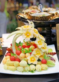 Thai früchte schnitzen.