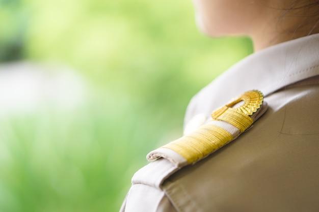 Thai lehrer in offizieller uniform