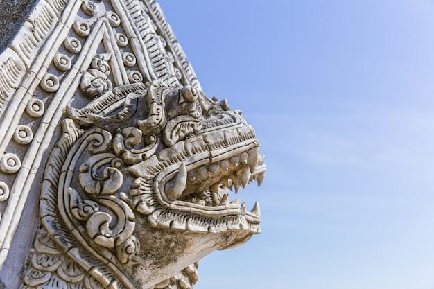 Thailändische art art stone handcraft skulptur als tierkopftempeldekoration