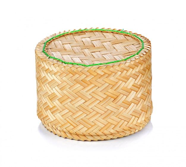 Thailändische art des bambusreiskastens auf weißem hintergrund