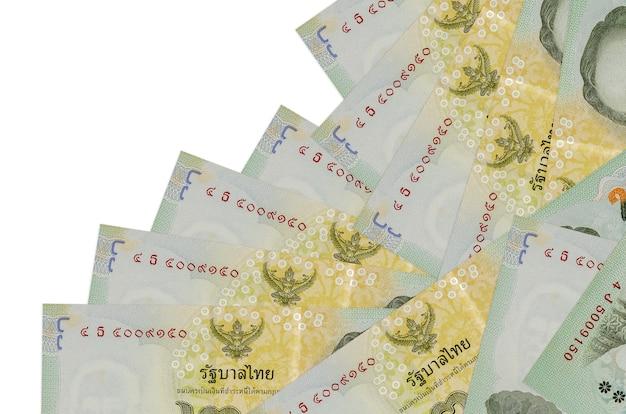 Thailändische baht-rechnungen auf einem weißen hintergrund