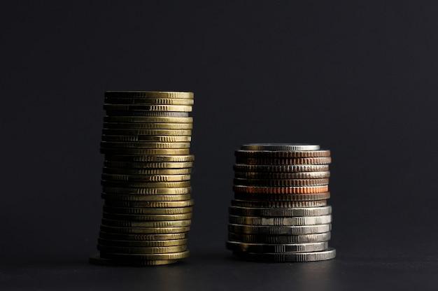 Thailändische münzen sind arrangiert