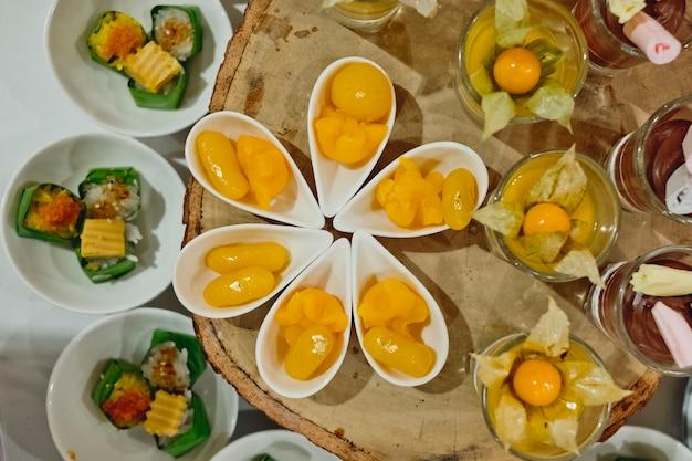 Thailändische nachtischlinie der verpflegung in der hochzeitszeremonie