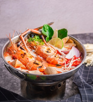 Thailändische tom yum kung suppe