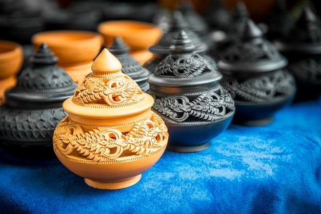 Thailändische traditionelle töpferei