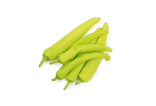 Thailändischer chili langer pfeffer auf weiß