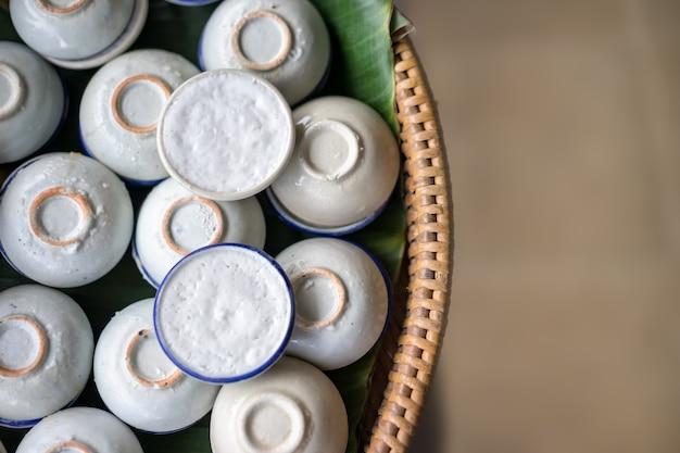 Thailändischer kokosmilch-vanillepudding