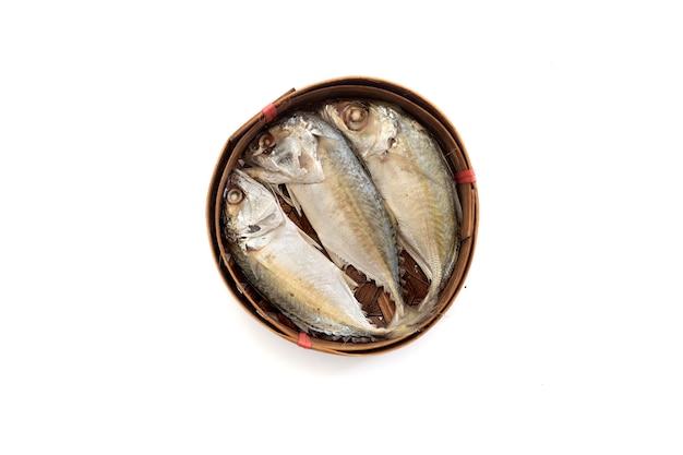 Thailändischer makrelenfisch gedämpft