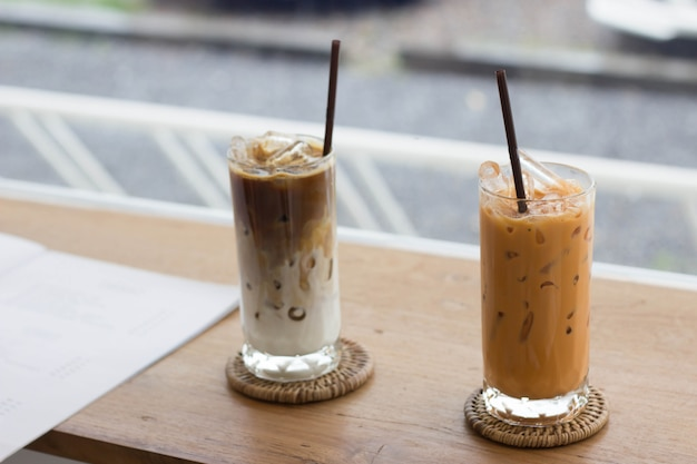 Thailändischer tee im café