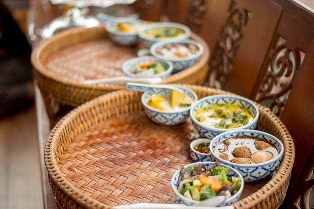 Thailändisches essen in hochzeitszeremonie