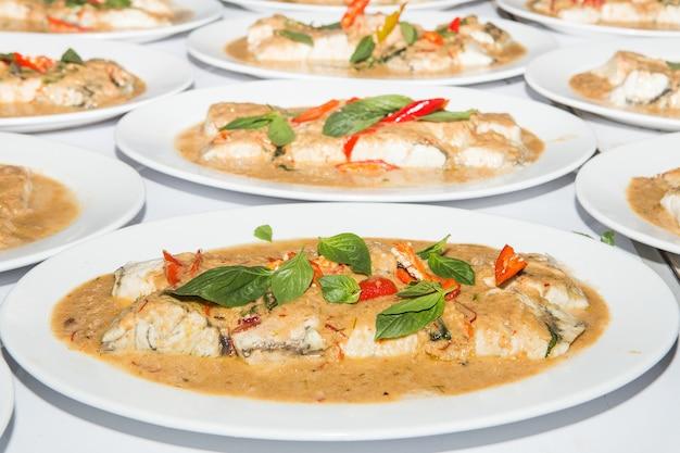 Thailändisches essen ist name chu chi pla